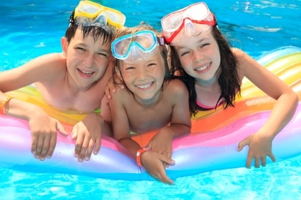 kids-in-swimming-pool